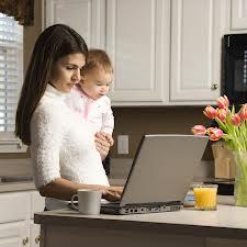 работа и ребенок мама с ноутом