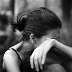 девушка плачет аборт фото
