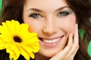 девушка и цветок фото