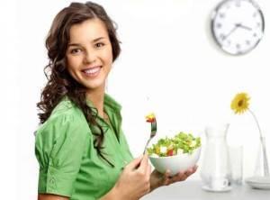девушка и салат фото